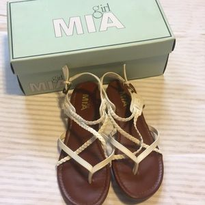 Mia girl sandals size 7, worn a few times.